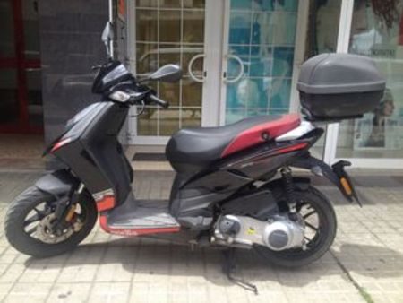 aprilia aprilia sr motard 50 2t e4 neu used the parking. Black Bedroom Furniture Sets. Home Design Ideas